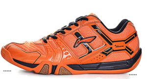 The best lightweight and breathable pair of badminton shoes by LI-NING that is available in different vibrant colors. The design of the shoes is made to ensure that the shoes provide you with enough support while playing games.